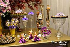 Fiquei encantada com essa festa com o tema Rapunzel! Olha que capricho!!! Foi o aniversário de 5 aninhos da Lara, filha da querida Helena da...