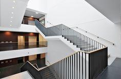 Müssig - Treppen und Geländer seit 1873 (Europaallee Baufeld A, Zürich. Staketengeländer mit Holzhandlauf und Stahlhandlauf)