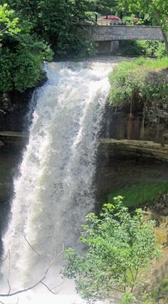 Minnehaha Falls and Park in Minneapolis ...
