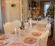Why haven't I done this? My next dinner party...a table in my new living room!