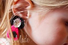 Princess dress up clip-on earings. Vixen Made: Tutorials Kids Earrings, Clip On Earrings, Dangle Earrings, Diy For Kids, Crafts For Kids, Jewelry Logo, Jewelry Design, Jewellery, Princess Dress Up