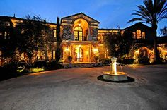 What's it like to live in the Brentwood area of Los Angeles? http://lifequalityexaminer.com/whats-it-like-to-live-in-brentwood/ ~ Tourists mistakingly believe (A-listers live in Beverly Hills. Truth = most top celebrities live in...)