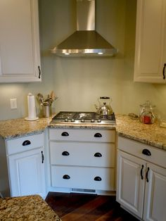 Kitchen Tiny Houses, Kitchen Cabinets, Design, Home Decor, Restaining Kitchen Cabinets, Homemade Home Decor, Small Houses, Kitchen Base Cabinets