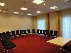 NH Berlin Potsdam - Teltow    Dieser Veranstaltungsraum verfügt über Tageslicht und ist ausgestattet mit hochwertiger Tagungstechnik.  ISDN- und Wireless- Lan Zugang, Klimaanlage, verschiedene Licht- und Tondarstellungen für Präsentationen und Vorträge gewährleisten eine erfolgreiche Veranstaltung