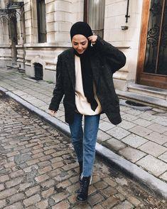 Görüntünün olası içeriği: 1 kişi, ayakta ve ayakkabılar All Fashion, Hijab Fashion, Fashion Dresses, Womens Fashion, Fashion Ideas, Hijab Casual, Hijab Outfit, Casual Outfits, Winter Outfits 2017