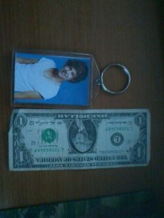 **LOOK BIG NEW ONE DIRECTION HARRY STYLES KEY CHAIN!**