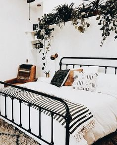 Bedroom inspiration for the perfect bedroom! - 7 Bedroom ideas and inspiration photos for your ideal bedroom! Bedroom Plants, Home Decor Bedroom, Master Bedroom, Bedroom Bed, Bedroom Ideas, Bedroom Designs, Modern Bedroom, Bedroom Vintage, Bedroom Inspiration