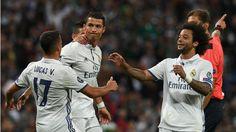 Cristiano Ronaldo (2.v.l.) nach seinem 1:1 gegen Sporting. Da glaubte er noch…