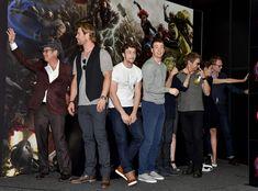 "~~Chris Hemsworth Photos - Marvel's ""Avengers: Age Of Ultron"" Booth Signing During Comic-Con International 2014 - Zimbio~~"