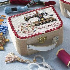 Pequeños costureros para bordar en punto de cruz