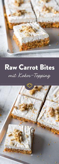 Karottenkuchen im Kleinformat. Die veganen Raw Carrot Bites mit Kokos-Topping sind leckere Energielieferanten aus Karotten, Walnüssen, Datteln und Zimt.