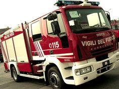 Paura nel Napoletano: esplosione in una pasticceria  http://tuttacronaca.wordpress.com/2014/02/16/paura-nel-napoletano-esplosione-in-una-pasticceria/