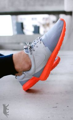 Nike Roshe Run NM: Grey/Orange