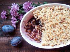 Crumble cu prune si migdale Something Sweet, Acai Bowl, Oatmeal, Deserts, Food And Drink, Breakfast, Cake, Vegans, Acai Berry Bowl