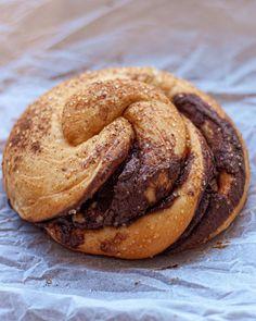 """Ο χρήστης Chrissa Is Cooking (@chrissaiscooking) πρόσθεσε μια φωτογραφία στο λογαριασμό του Instagram: """"Έχουμε Σαρακοστή και πραγματικά λατρεύω τις συνταγές με ταχίνι! Πόσο μάλλον αυτές τις μυρωδάτες…"""" Bagel, Hamburger, Bread, Ethnic Recipes, Instagram, Food, Brot, Essen, Baking"""
