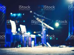 http://www.istockphoto.com/nl/photo/music-festival-event-microphone-on-concert-stage-blurred-background-gm534444400-94825645