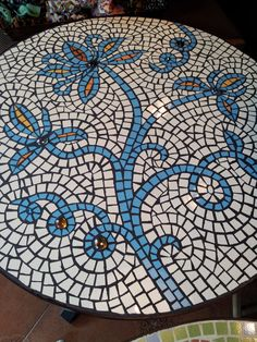 Mosaic Diy, Mosaic Ideas, Mosaic Designs, Mosaic Glass, Stained Glass, Mosaic Outdoor Table, Outdoor Table Tops, Tile Tables, Pallet Art