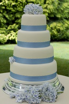 Best ideas for wedding cakes blue hydrangea – Wedding details ideas Elegant Cake Design, Elegant Cakes, Unique Cakes, 4 Tier Wedding Cake, Wedding Cakes, Blue Hydrangea Wedding, Baby Blue Weddings, Quinceanera Cakes, Blue Cakes
