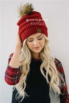 Cute slouchy knit beanie for fall and winter. Beanie Outfit, Cc Beanie, Knit Beanie, Fall Winter Outfits, Autumn Winter Fashion, Winter Hats, Cc Hats, Fur Pom Pom, Burgundy
