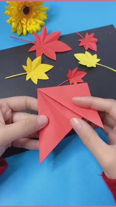 Paper Flowers Craft, Flower Crafts, Paper Crafts, Easy Crafts To Make, How To Make Paper, Home Crafts, Diy Crafts, Origami, Crochet