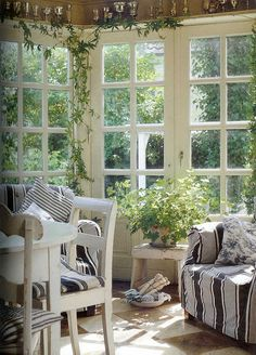 Invernadero-porche.  Would love to have this type of sunroom.