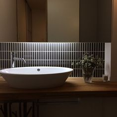 Top Options and Ideas for Remodeling Your Bathroom Small Room Design, Bathroom Design Small, Washroom, Bathroom Faucets, Bathroom Empire, Washbasin Design, Japanese Modern, Toilet Design, Delta Faucets