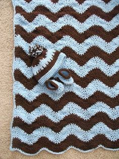 Our Seven Dwarfs: Crocheted baby blanket & accessories//I really love these colors together. Brown and baby blue. Need to learn to crochet first though. Crochet Afghans, Baby Blanket Crochet, Crochet Stitches, Knit Crochet, Crochet Patterns, Crochet Blankets, Crochet Ideas, Baby Afghans, Chevron Crochet