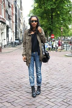 25 Ways to Style: T-Shirt and Straight Leg Jeans