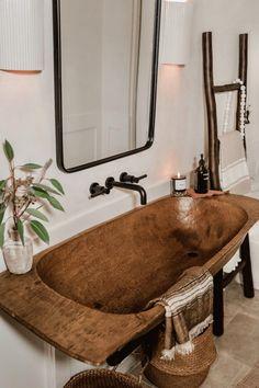 Rustic Bathroom Sinks, Cabin Bathrooms, Rustic Bathroom Designs, Wooden Bathroom, Bathroom Interior Design, Diy Bathroom Sink Ideas, Rustic Cabin Bathroom, Bathroom Sink Design, Rustic Room