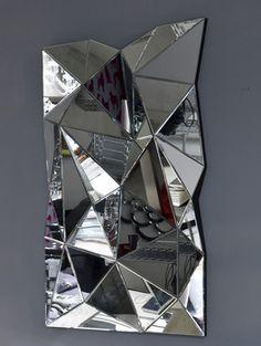 Mirror prism - Jessie Official Page Interaktives Design, Deco Design, Glass Design, Mirrored Furniture, Home Decor Furniture, Spiegel Design, Mirror Inspiration, 3d Mirror, Wall Installation