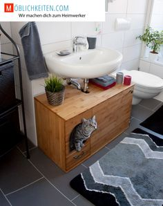 Katzenklo als Waschbecken-Unterschrank. Schluss mit dem billigen Katzenklo aus … Litter box as washbasin cabinet. End with the cheap plastic litter box and end with scattered cat litter throughout the room.