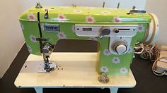 Vintage-Brother-Daisy-101-Portable-Sewing-Machine-1970s-Flower-Power-Case