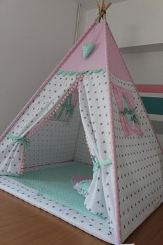 Beautiful tent for children is a perfect gift, children love hideouts, all made of 100% cotton. The price concerns the set visible in the picture, tent, mat two pillows. The possibility of buying cushions, garlands, basket for toys. Diy Teepee, Teepee Tent, Teepees, Kids Tents, Teepee Kids, Girl Room, Girls Bedroom, Café Design, Diy Cadeau Noel