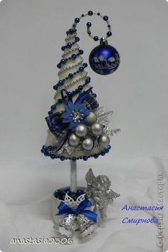 Christmas Crafts by penny Cone Christmas Trees, Noel Christmas, Xmas Ornaments, Xmas Tree, Christmas Wreaths, Christmas Projects, Holiday Crafts, Mery Crismas, Creation Deco