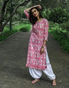 Candy Pink Frilled Kurta with Salwar - Floral Print Pink Kurta with white Salwar Set. Source by dvibgyor Kurta Designs Women, Salwar Designs, Blouse Designs, Dress Designs, Kurti Sleeves Design, Kurta Neck Design, Indian Attire, Indian Outfits, Indian Wear