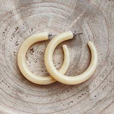 "• T W I N I N A S • στο Instagram: ""ʏᴇʟʟᴏᴡ ᴄᴜʀᴀçᴀᴏ ʜᴏᴏᴘ ᴇᴀʀʀɪɴɢs 💛🌴 #twininas ⚡️ www.twininas.gr"" Jewelry Accessories, Handmade Jewelry, Hoop Earrings, Unique, Yellow, Instagram, Jewelry Findings, Hand Print Ornament, Handmade Jewellery"
