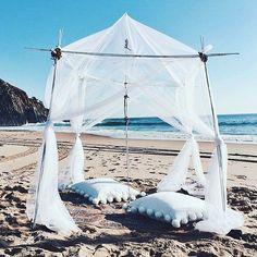 Waking up in this kind of wonderland. #lazysunday #beachparadise #inkkas