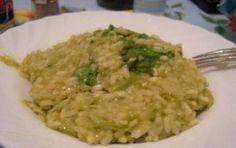 Risotto con la crema di asparagi - La ricetta della crema di asparagi è un primo piatto delizioso che si può preparare in poco tempo per un pasto con ospiti da affrontare con gusto.