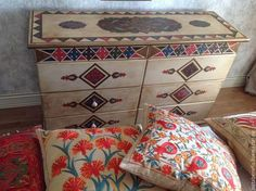 Комод в комплекте расписанной мебели