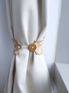 the art bug: Easy DIY Curtain Tie-Backs: Make it Monday
