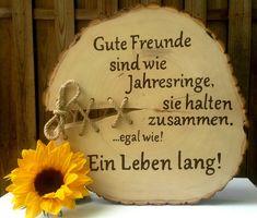 **Ideales Geschenk für einen guten Freund oder Freundin.** Die Baumscheibe hat einen Durchmesser von ca. 35-40 cm, sie ist ca. 4 cm stark und mit Holzgrund und farbloser Lasur behandelt. Die...