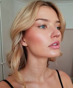 40 Lovely Natural Makeup Ideas For Teens Girl Make up Glowy Makeup, Blush Makeup, Bridal Makeup, Wedding Makeup, Flawless Skin Makeup, Glowy Skin, Beauty Make-up, Beauty Hacks, Hair Beauty
