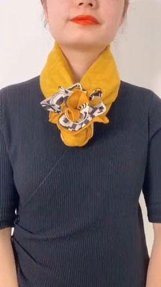Ways To Tie Scarves, Ways To Wear A Scarf, How To Wear Scarves, Scarf Wearing Styles, Scarf Styles, Diy Fashion Hacks, Fashion Tips, Mode Turban, Scarf Knots