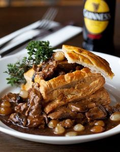 Beef And Guinness Pie - Guinness Recipes Beef And Guinness Pie, Guinness Pies, Guinness Recipes, Quiches, Beef Recipes, Cooking Recipes, Recipies, Beef Pies, English Food