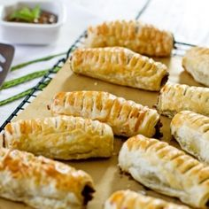 Juicy beef puff pastry rolls infused with mint and coriander- easy snack for kids or elegant appetiser. Elegant Appetizers, Yummy Appetizers, Appetizer Recipes, Snack Recipes, Yummy Recipes, Easy Snacks For Kids, Star Food, Thing 1, Tasty Kitchen
