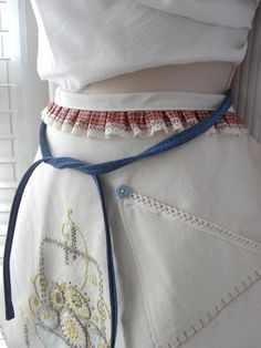 Vintage Linen Egg Basket Half Apron Size Small  by TheMillersHouse, $24.95