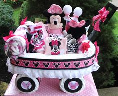 Minnie Mouse Diaper Cake Wagon #2 www.facebook.com/DiaperCakesbyDiana