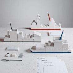Organizador Desktructure para escritorio de porcelana.
