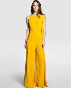 En color amarillo