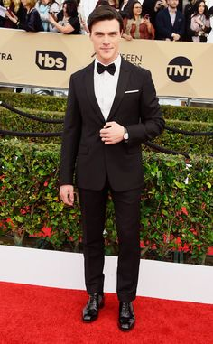 """Hey, I just watched him in """"The Big Short."""" Finn Wittrock at SAG Awards 2016."""